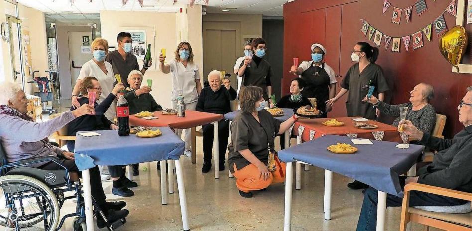 fotografia de la residencia de La Vostra Llar La Rambla de l'Hospitalet de Llobregat en una celebracion